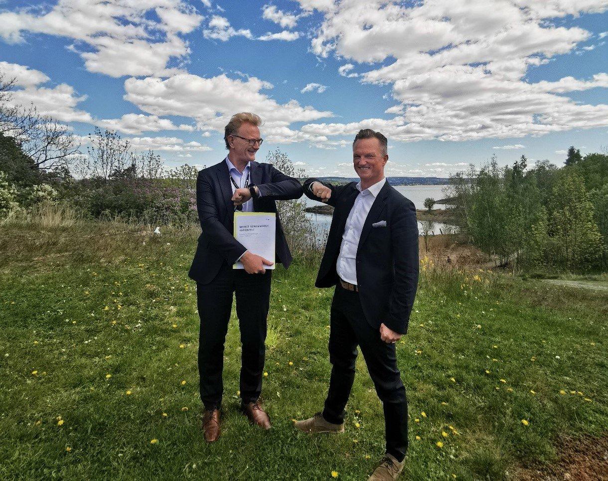 Partnership Handshake Are Føllesdall Tjønn and Christian Hartmann crpd